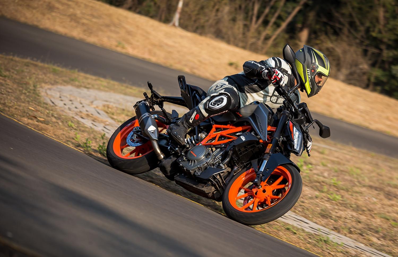 2020 KTM 390 Duke BS6: First Ride Review
