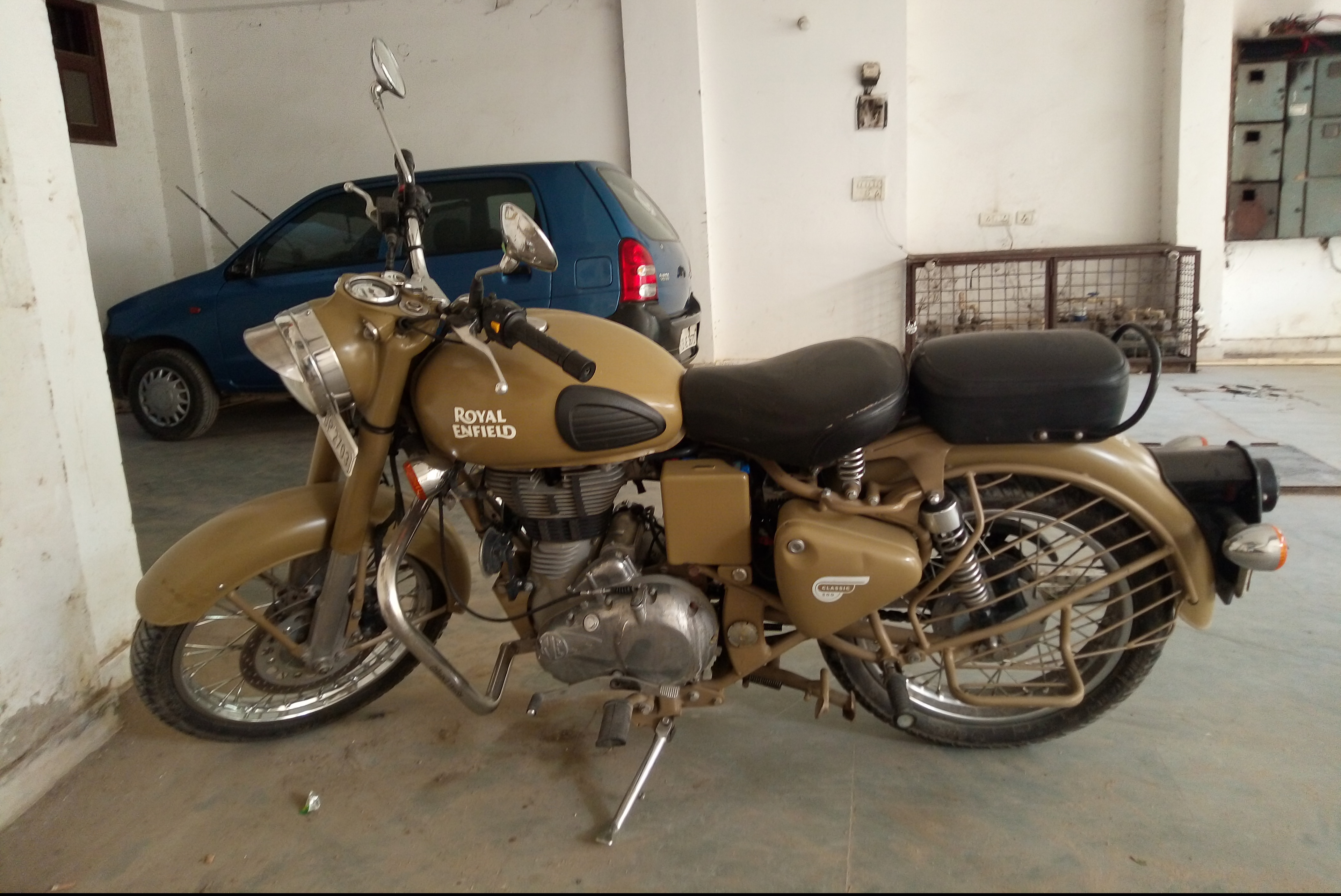Royal Enfield Classic 500 Price Specs Mileage Reviews Images