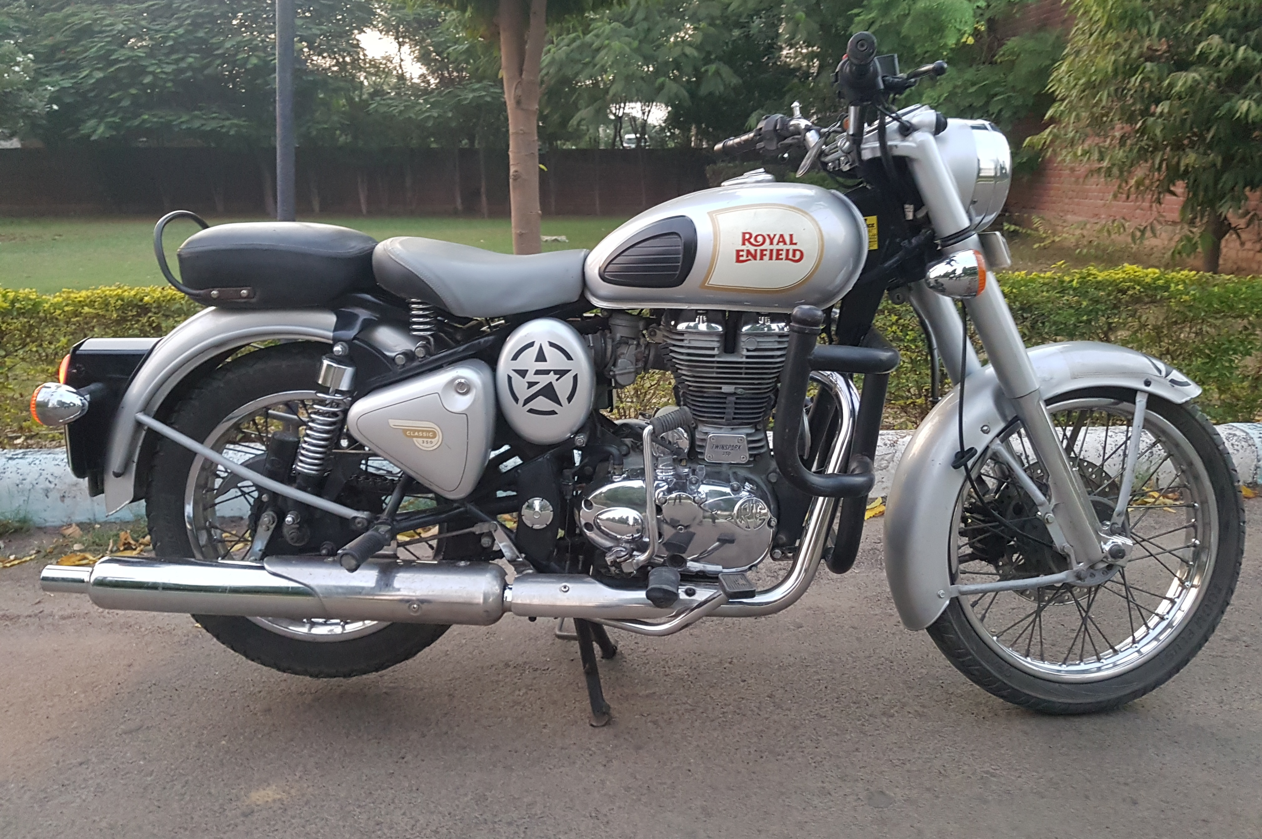 Royal Enfield Classic 350 Vs Jawa Jawa Know Which Is Better