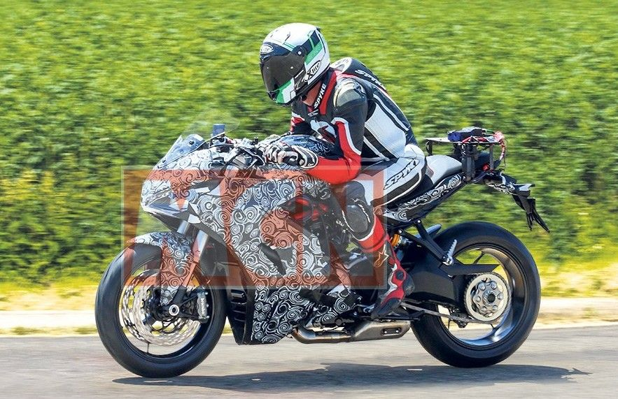 Ducati SuperSport 939 Spotted Testing