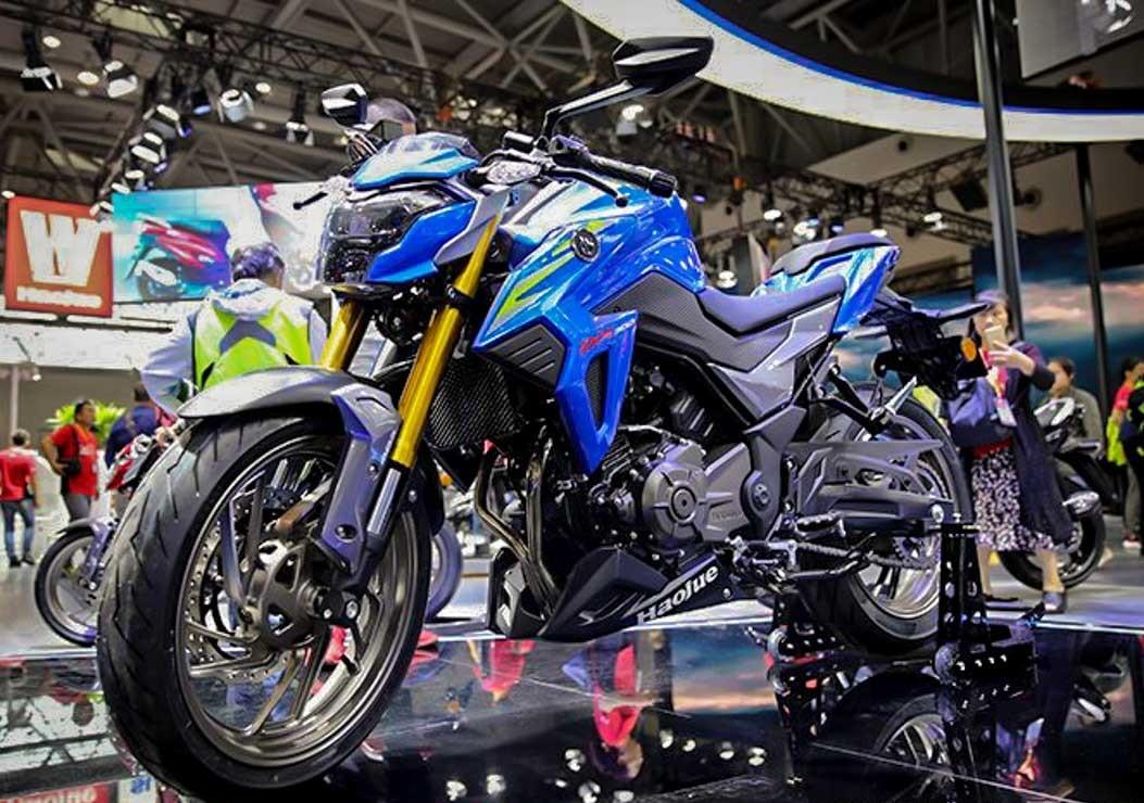 Twin-cylinder Suzuki Gixxer 250 Incoming