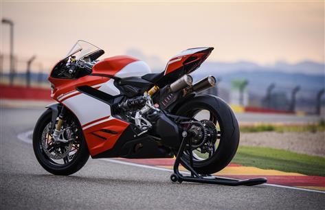 Rs 1 12 Crore Ducati 1299 Superleggera Finds First Indian